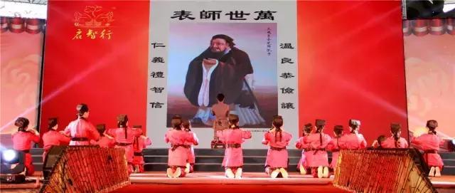 礼敬母亲节,这群视频观音山穿上汉服献礼孔子莉塔孩子萝图片